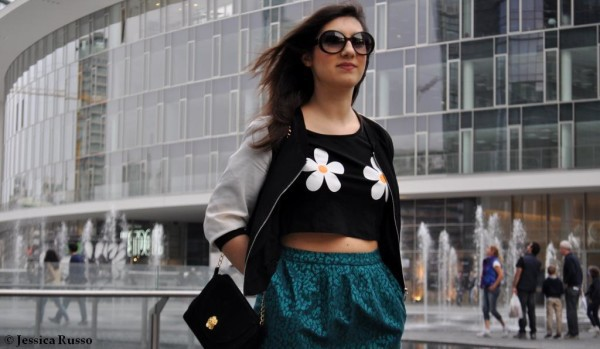 outfit con crop top